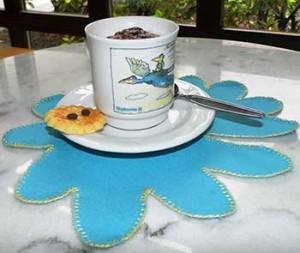 Kaffetasse und Platzdecke