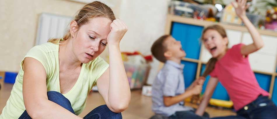 Überforderte Mutter mit Kindern - Kurberatung